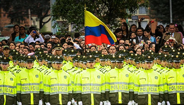 Policías colombianos agreden discapacitado