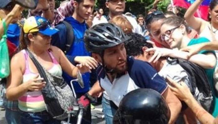 Carlos Moreno opositores
