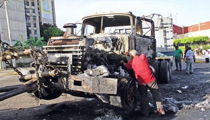 Terroristas quemaron camión