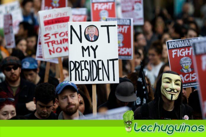 Activistas protestan en EEUU contra Trump y su abuso de poder