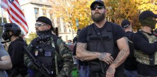 Colectivos del terror de Trump denuncian fraude electoral con armas de guerra en las calle