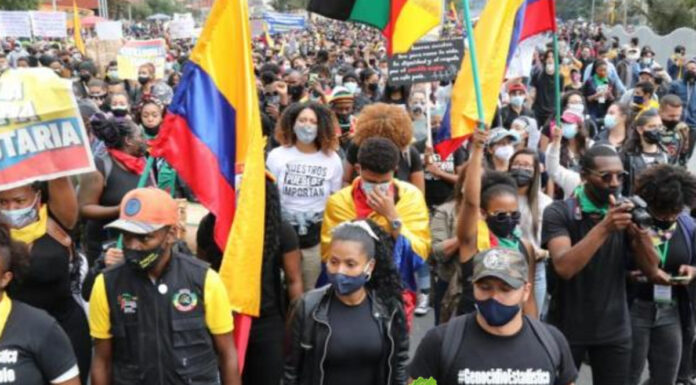 Continúan protestas en Colombia pese a falso llamado a diálogo de Duque