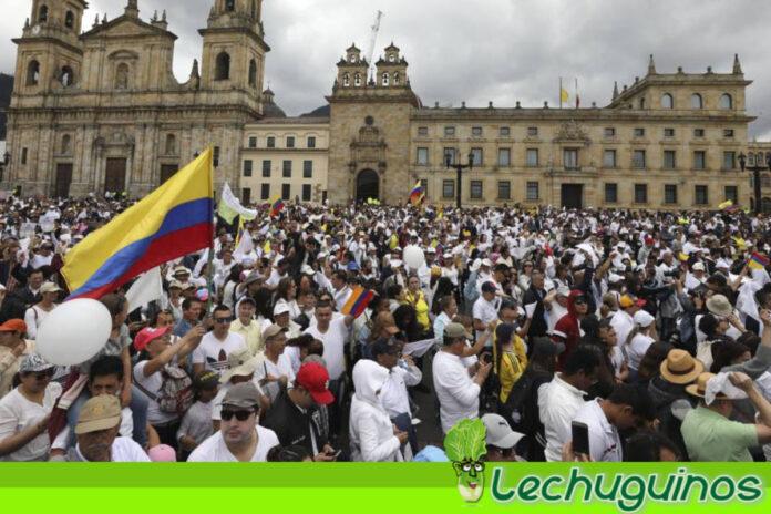 Colombianos convocan una nueva marcha para el 19 de mayo