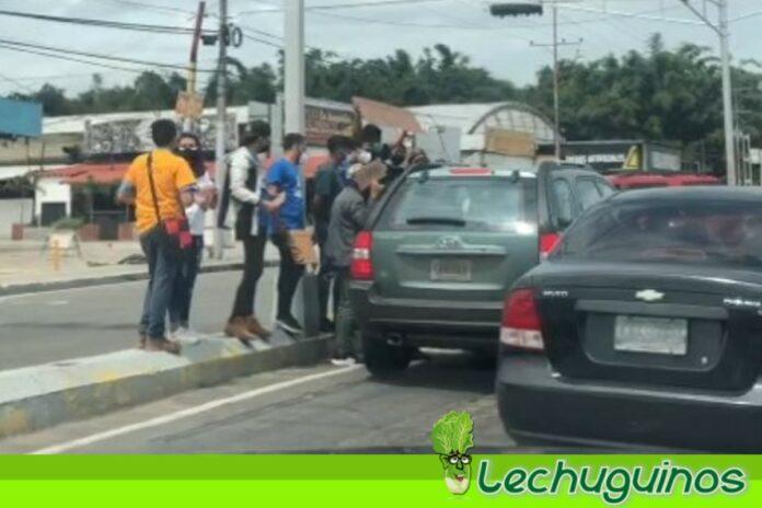 """Vea la protesta de la """"dirigencia"""" estudiantil en Carabobo pidiendo no ir a elecciones"""