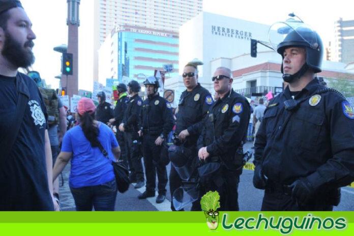 Investiga a la ciudad y policía de Phoenix en EEUU por prácticas abusivas